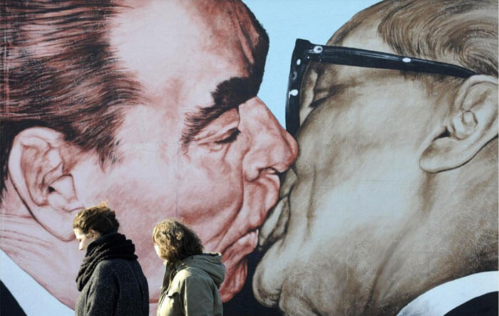 dmitri vrubel deadly love kiss berlin wall art