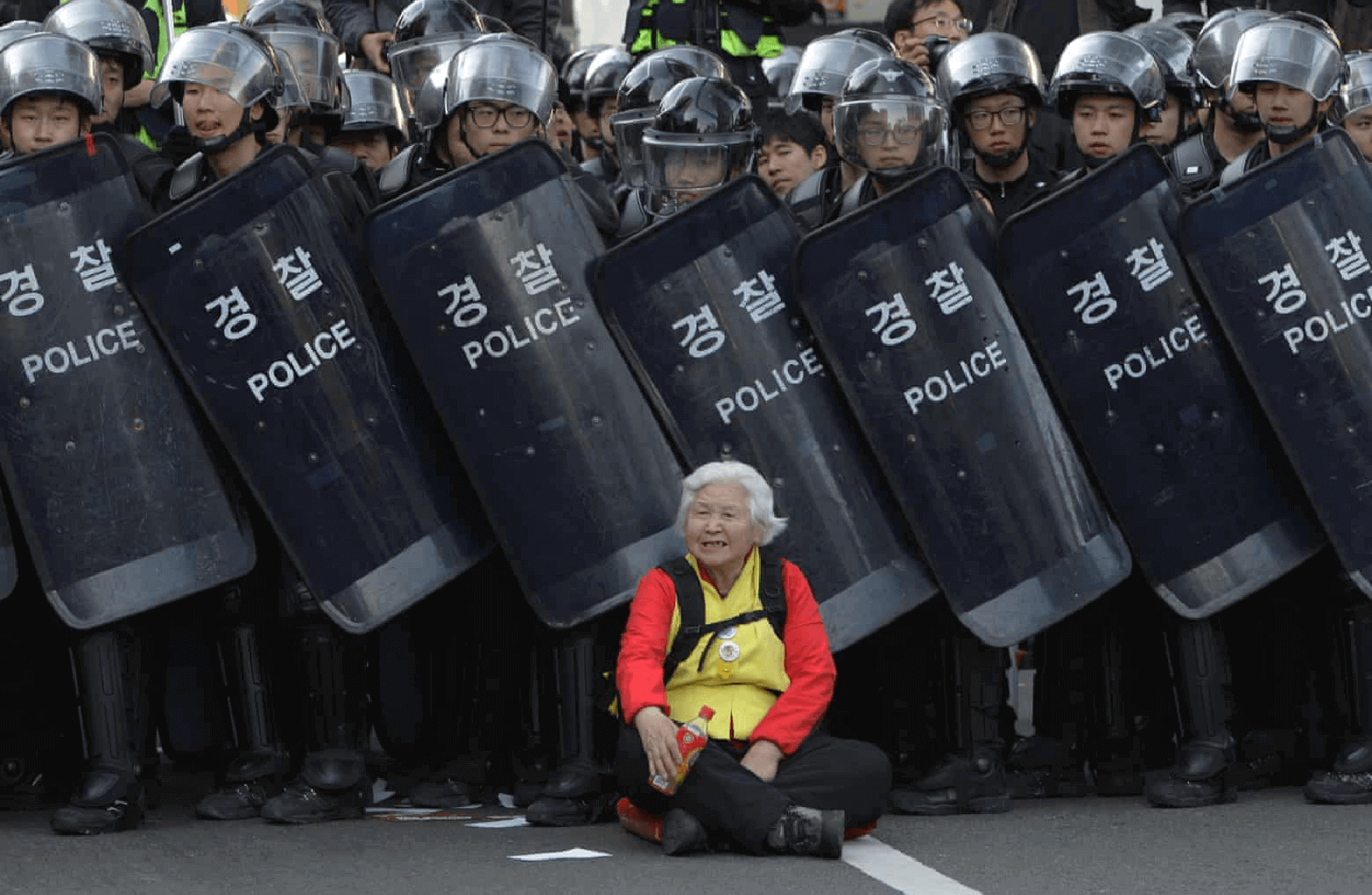 old woman seoul south korea best protest photos