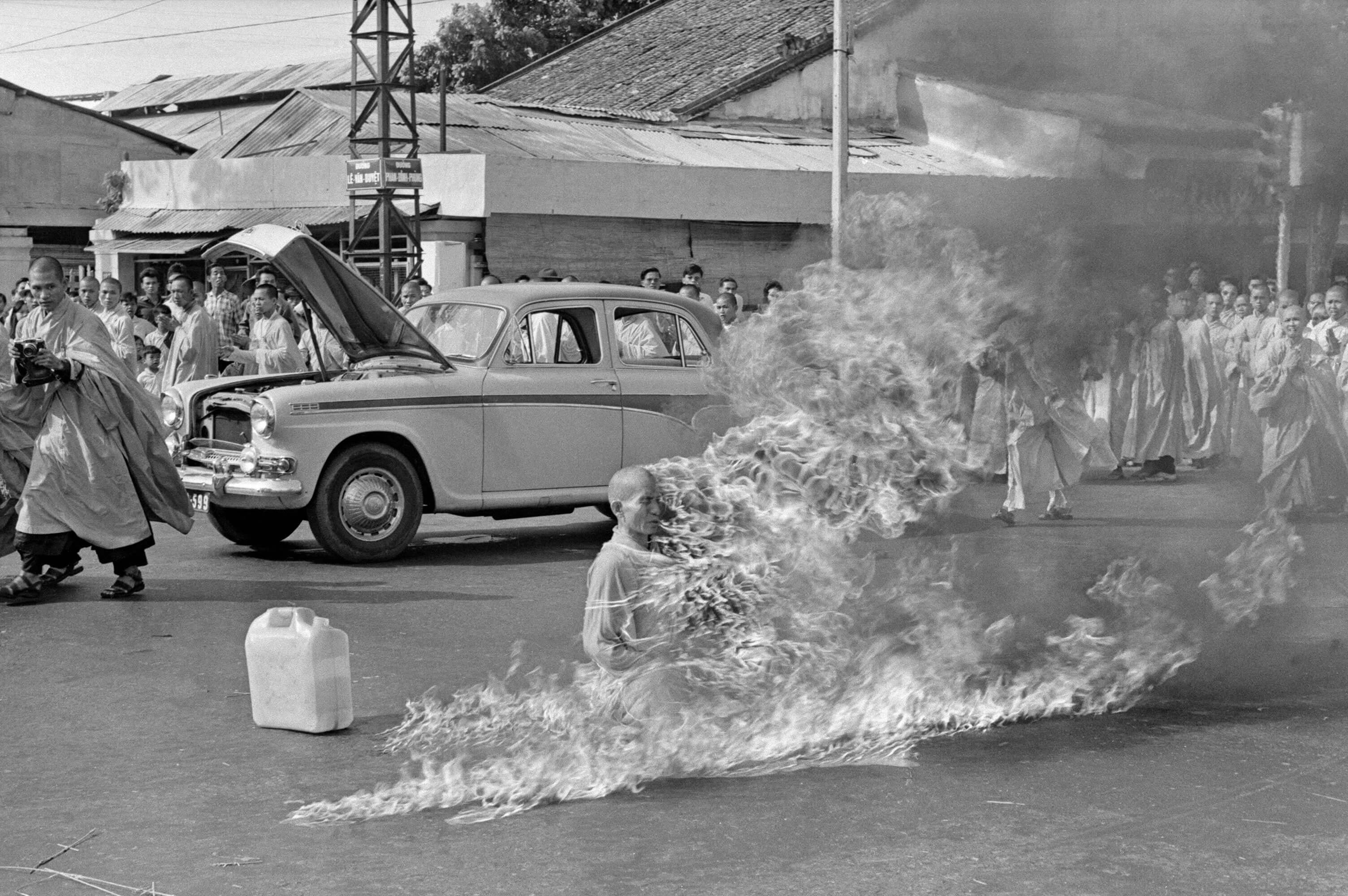 self immolation of vietnamese buddhist monk